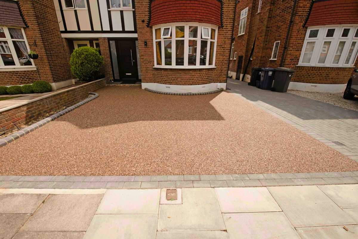Driveway with Omega Resin (UV Stable) and Block Edging