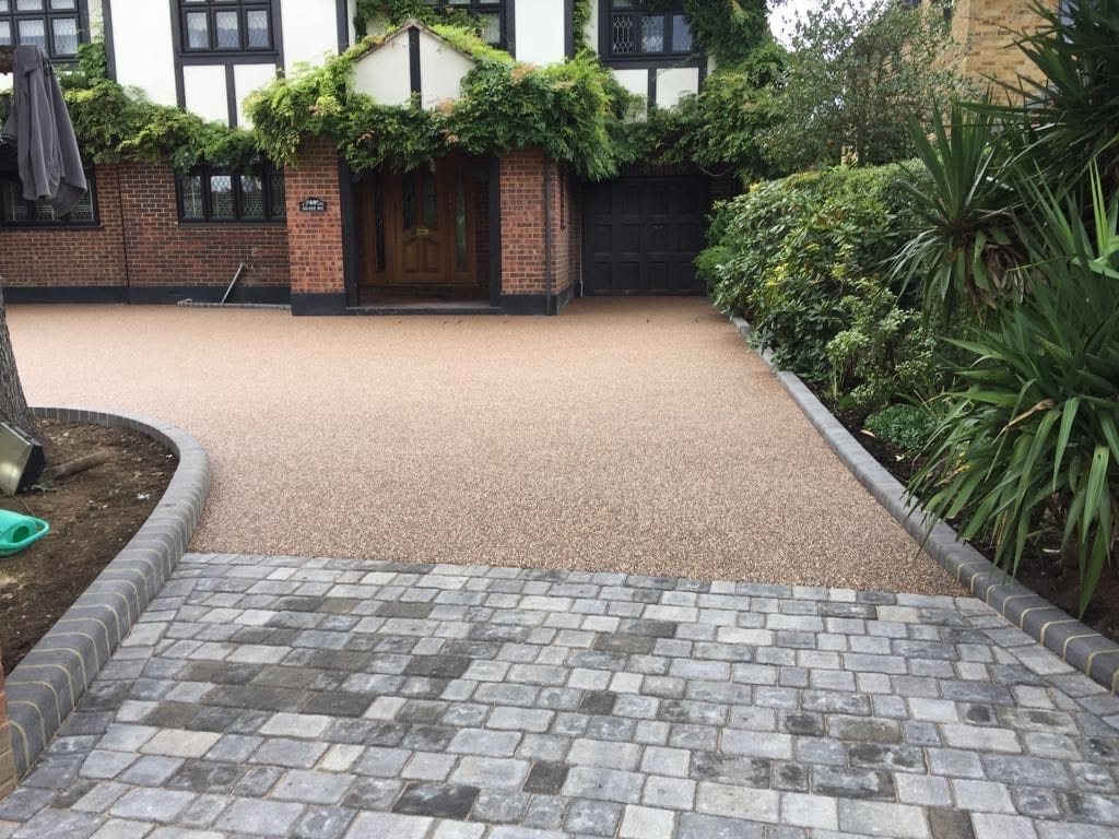 Garden block paving designs immingham block paving for Latest patio designs
